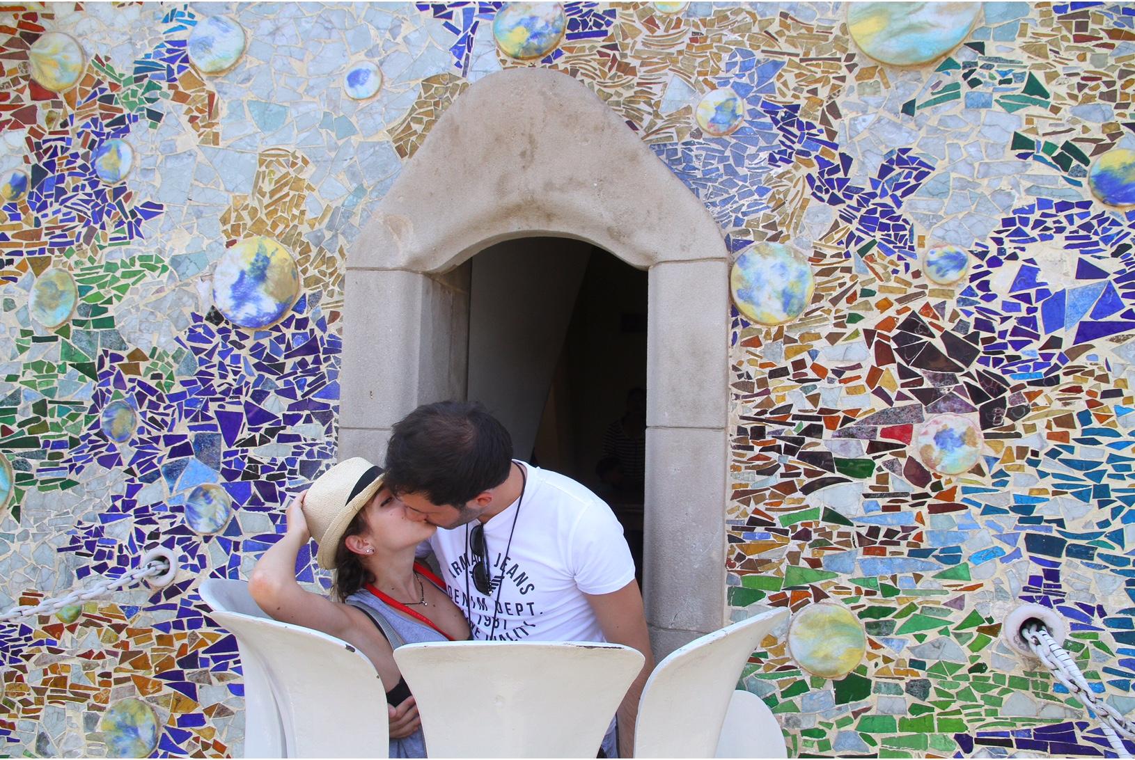Kiss kiss at Cassa Batllo balcony